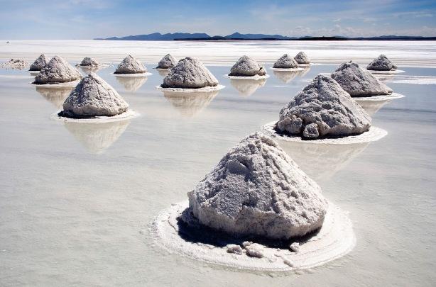 Piles_of_Salt_Salar_de_Uyuni_Bolivia_Luca_Galuzzi_2006_a