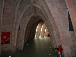 imagen-arcos-del-interior-edificio-la-pedrera