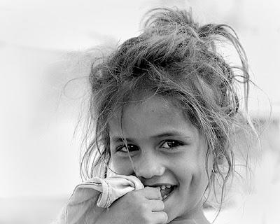 sonrisa-picara-ninos-blanco-y-negro-521652